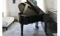 kourtney kardashian yamaha grand piano